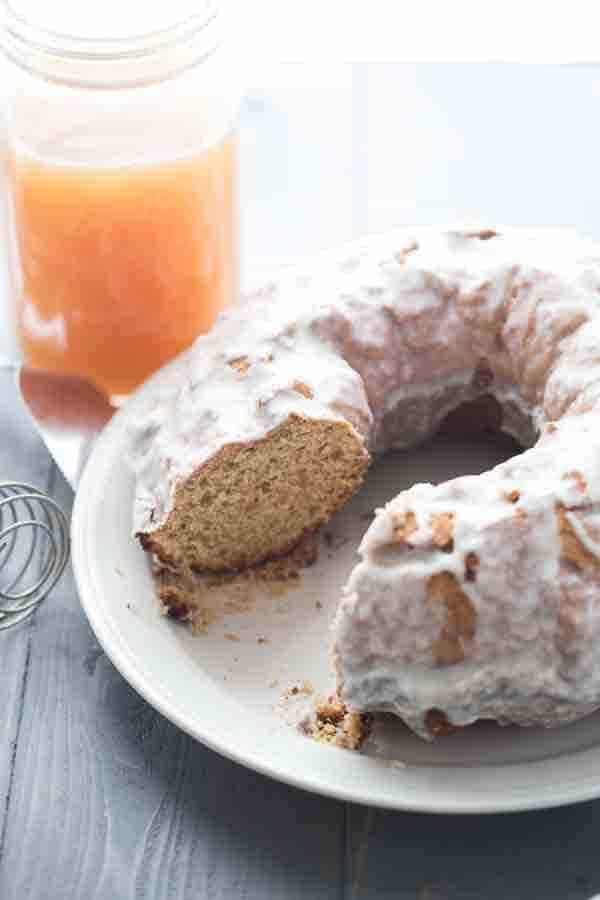 Apple cider donut takes the form of a autumn inspired coffee cake! The cider glaze is to die for! lemonsforlulu.com