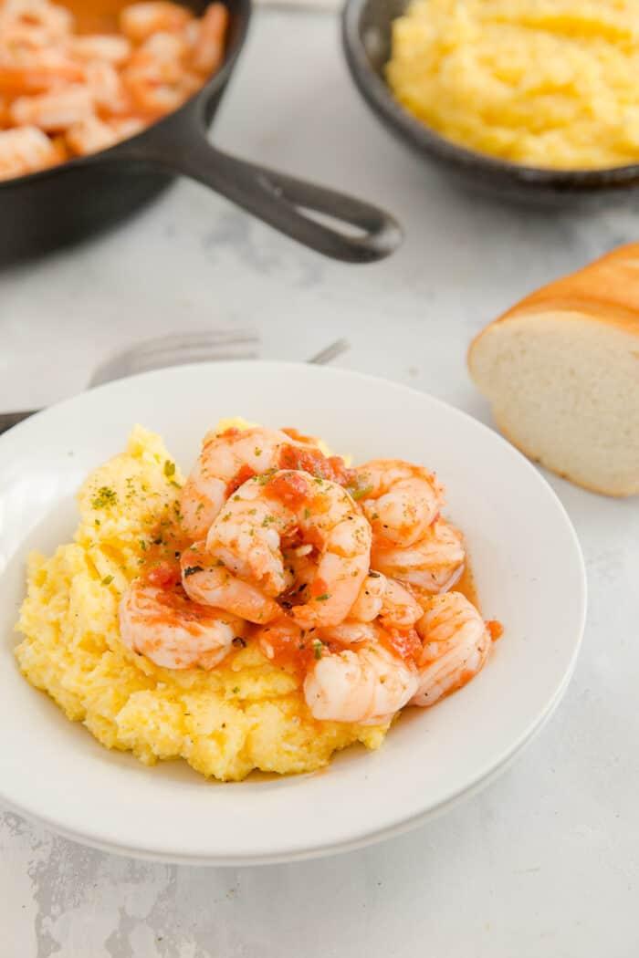 shrimp and grits white bowl