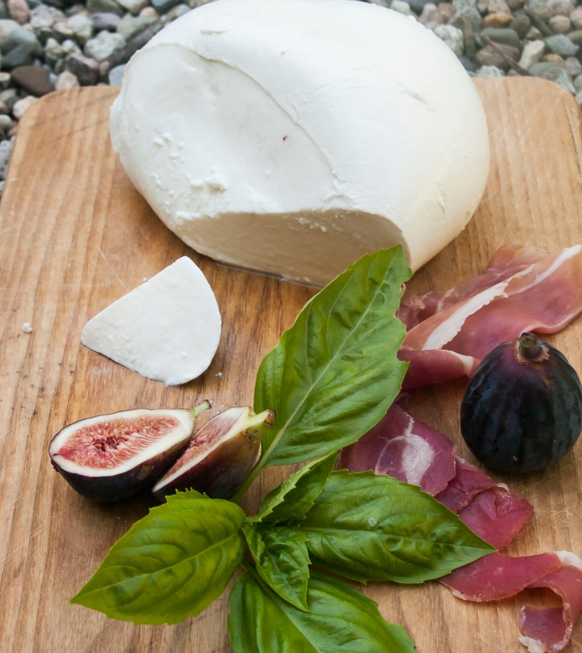 This is a delicious and sexy salad made with figs, fresh mozzarella and Prosciutto De Parma. It is an easy and elegant salad that can be served as a first course meal for a casual dinner for two or more, a special date night, or dinner party. This simple salad adapts to any ocaision.