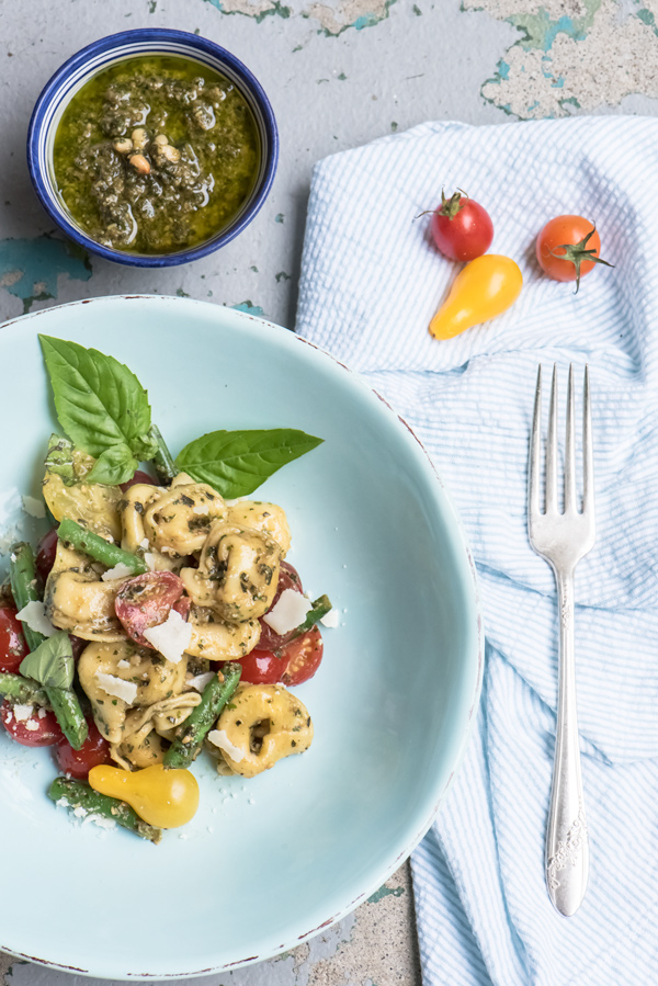 Tortellini with basil pesto, grape tomaotes and green beans reicpe.