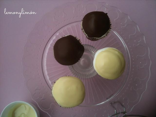 cupcakes de dos chocolates y merengue