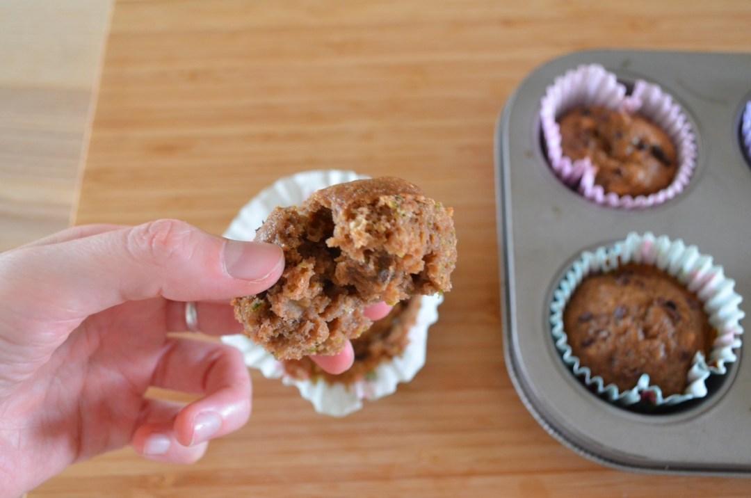 magdalenas de calabacín y chocolate saludables