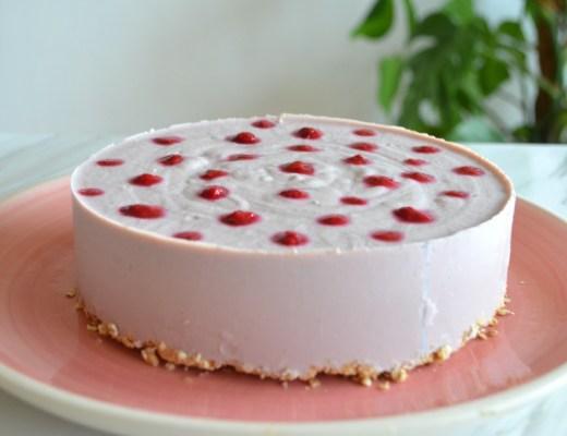 tarta mousse de fresa vegana y sin horno