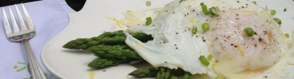 Asparagus with Fried Egg & Parmesan Cheese