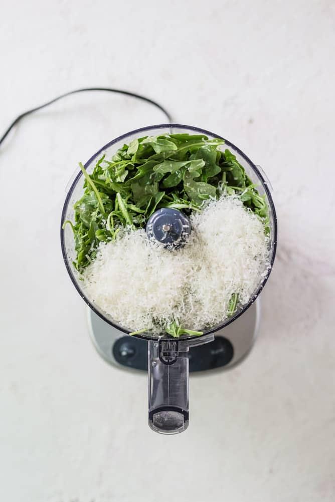 5 MINUTE ARUGULA BASIL PESTO with parmesan cheese, lemon, salt and olive oil by @lenaskitchenblog.com