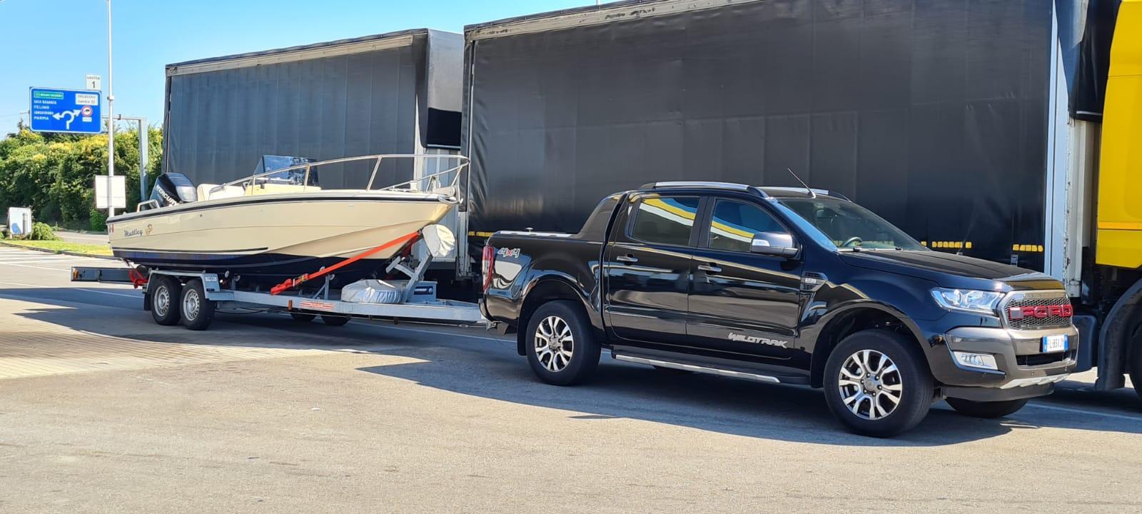 Trasporto piccole imbarcazioni con carrello per auto