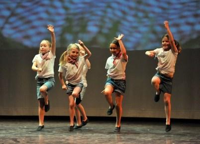 stage d'été pour enfants : danse et bricolages