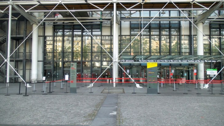 That's what the entrance of Centre Pompidou looks like without a queue, by the way. I'd never seen it like that before, so I wanted to document it.