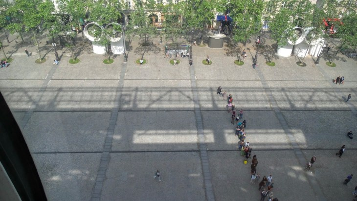 The security queue from above. Going to a museum is fun. Going to a museum without the queue is twice as good!