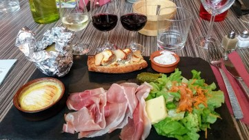 lunch menu with three wines from the Loire region