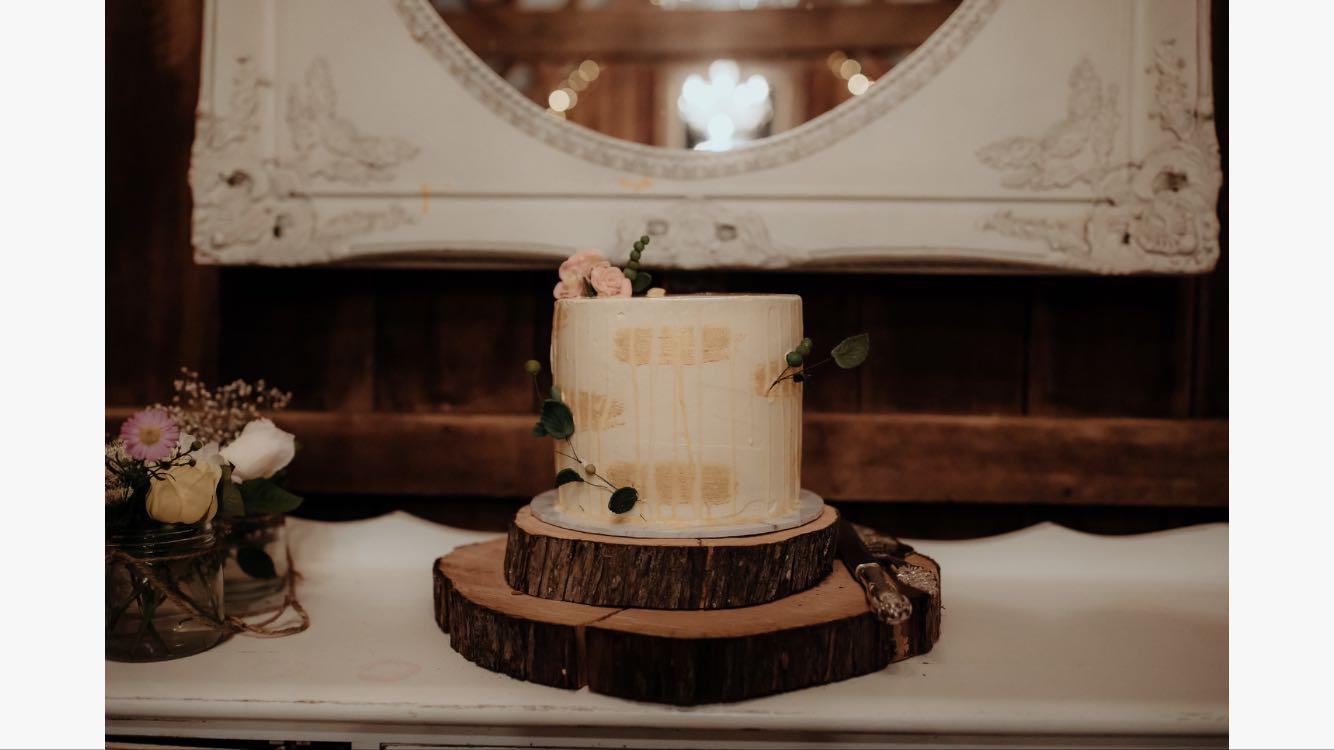 single tier wedding cake on wood rounds