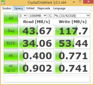 CrystalDiskMark: přenosová rychlost pevného disku