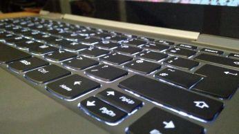 Podsvícení klávesnice Yoga 730 13