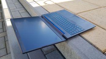 Notebook lze otevřít téměř do roviny