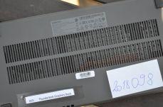 Mřížkou je patrný větráček a dvojitá heatpipe pro odvod tepla z čipu.