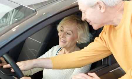 Počet seniorov za volantom pribúda