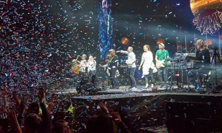 Najslávnejšia anajúspešnejšia (česko) slovenská rocková skupina ELÁN naplnila každý jeden koncert svojho výročného turné vČeskej republike ina Slovensku.