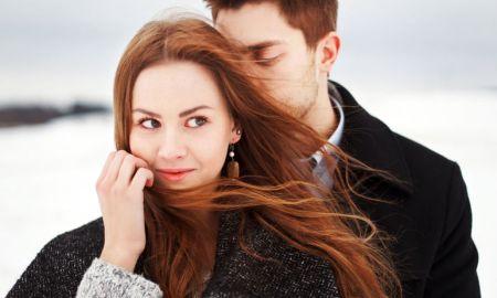 Muži vraj neprejavujú lásku slovami, ale skutkami. A to je fajn. Zamýšľali ste sa však niekedy nad tým, čo majú spoločné všetci zamilovaní chlapi?