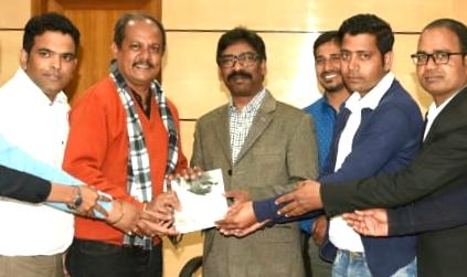 A delegation of press club met cm Jharkhand