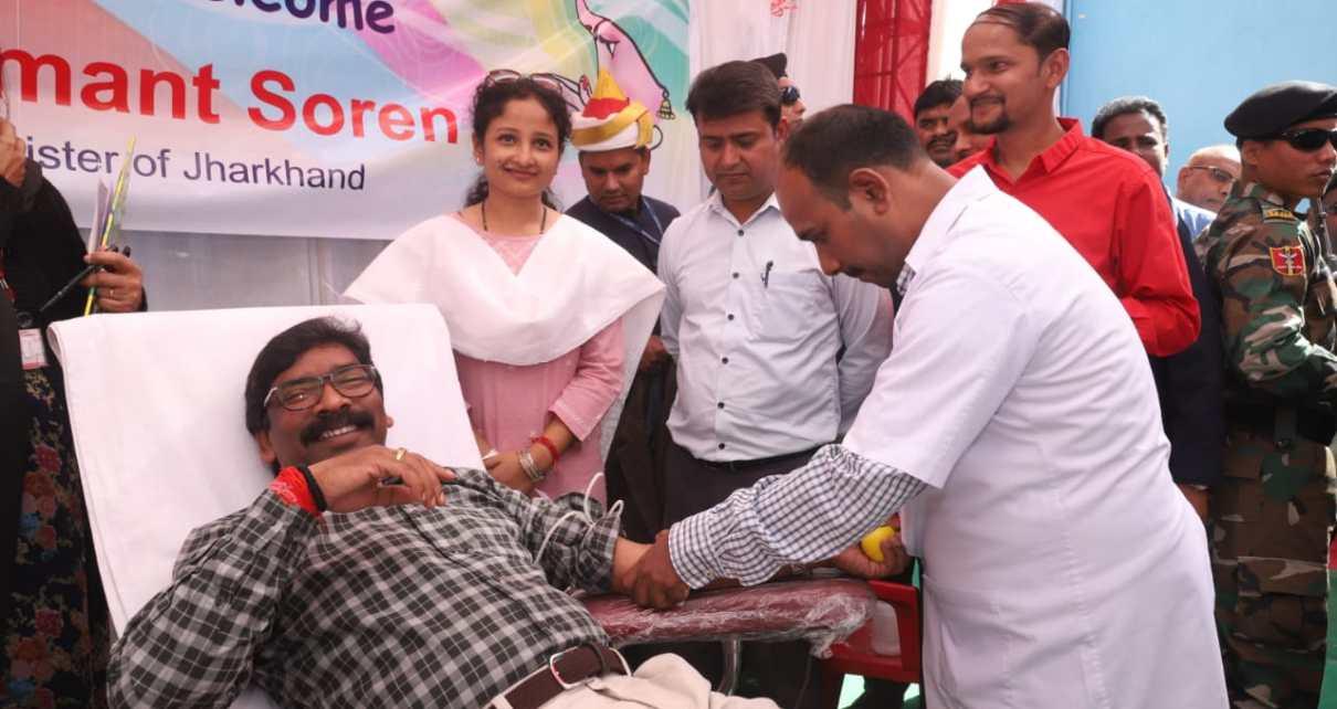 Cm Jharkhand hemant Soren donated blood