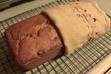 Applesauce raisin bread