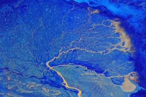 Sungai Mengukir Bumi