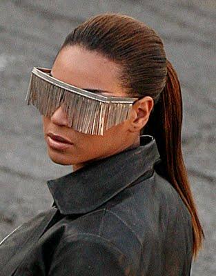 Beyoncé com óculos diferentes