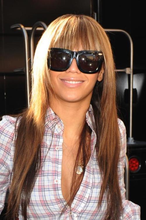 Beyoncé com óculos grandes