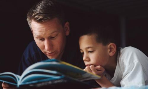 Descanso ajuda ao ler com pouca luz