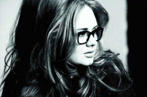 Adele usando Wayfarer