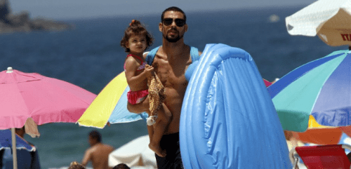Cauã Reymond com a filha