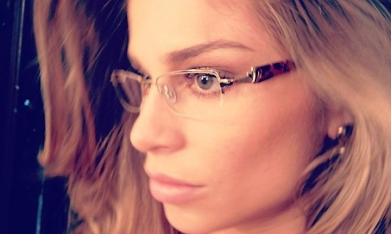 Grazi Massafera com óculos de grau