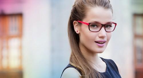 907ac73e4 Imagem: todagracinha.com.br. Armação colorida: tendência em óculos de grau  feminino 2016