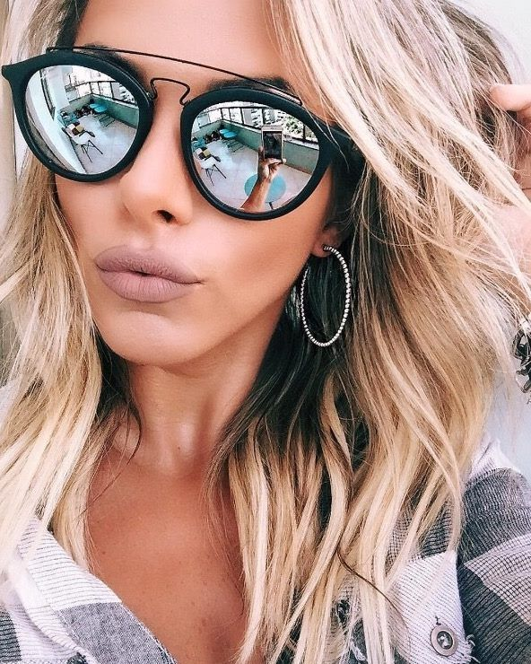 Boa opção para mulheres com rosto nos formatos oval ou quadrado, os óculos  redondos têm ares mais retrô. Uma opção mais moderninha é o Ray-Ban Gatsby,  ... 5527879b88