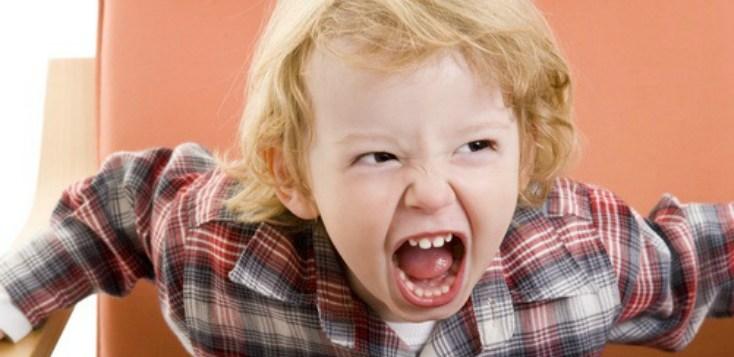 Mio figlio morde che devo fare?