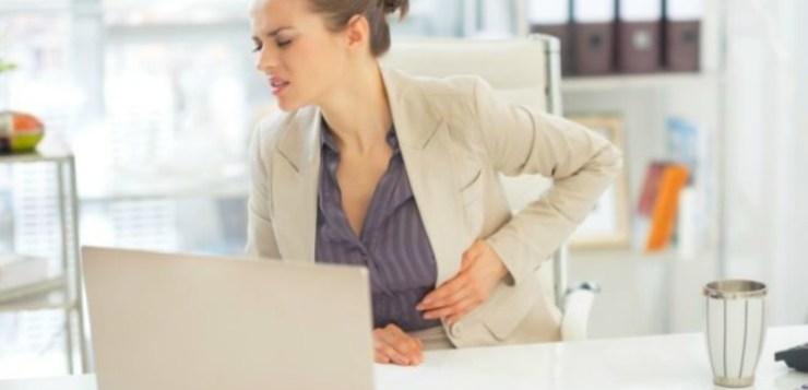 Congedo mestruale: un bel merletto su una gonna scucita.
