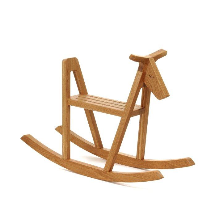 Cavallo A Dondolo Design.Cavallo A Dondolo Un Classico Dal Design Moderno
