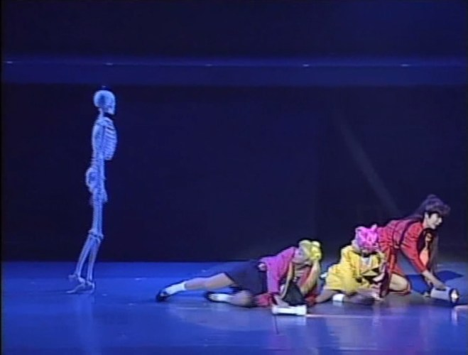 Sera Myu: A flying skeleton chases Usagi, Chibichibi and Setsuna.