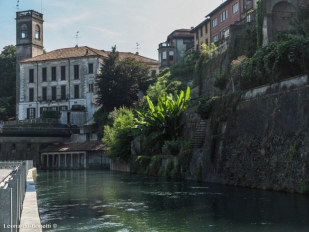 Palazzi signorili, case, ville, orti terrazzati si affacciano sul canale della Martesana di Vaprio d'Adda