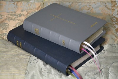 Navy and Gray Pebble Grain Cowhide Bibles