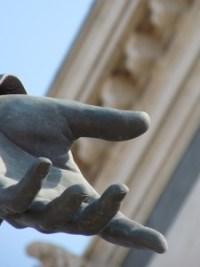 Marseille Hand Bronze Trust Pixabay