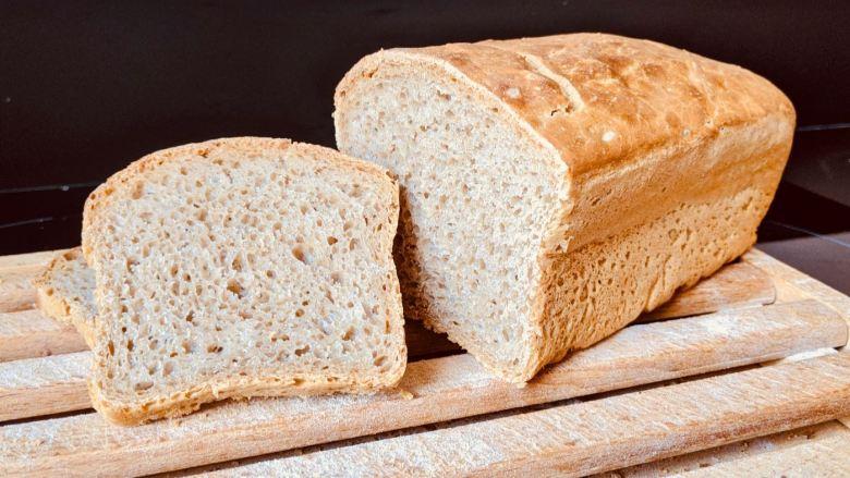 pain maison carré tranché