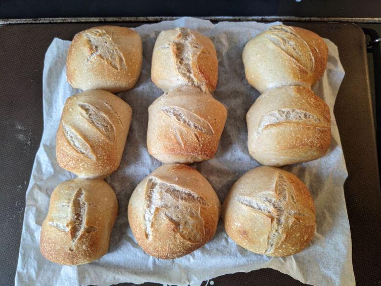 petits pains cuits sur plaque