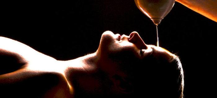 Le massage du shirodhara.