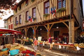 des plaisirs gourmands au marché couvert de Mirepoix
