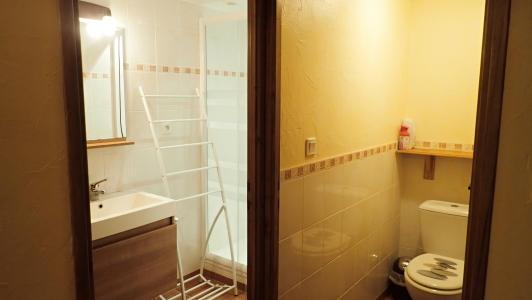 vakantiehuis-pyreneeën-badkamer-en-aparte-WC.jpg