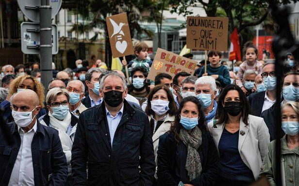 François Bayrou a dirigé le cortège à Pau pour défendre l'éducation immersive.  Haut MAXPPP / Quentin