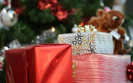 La Poste indique avoir transmis l'an dernier 1,2 million de lettres et 80 000 courriers électroniques destinés au Père Noël (illustration).