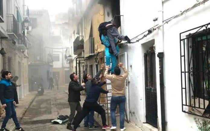 Gorgui Lamine Sow avait sauvé des flammes un handicapé le 6 décembre à Déria. (Capture d'écran).
