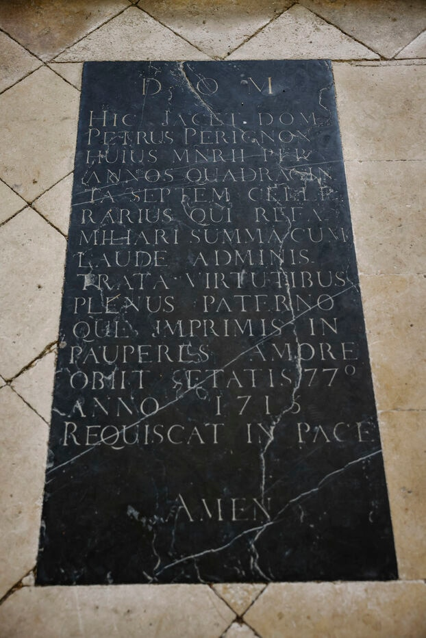 Le tombeau de Dom Pérignon, l'inventeur du champagne, à Hautvillers.